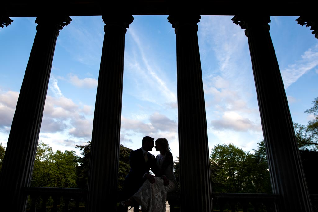 silhouette of bride and groom at Chiswick House and Gardens
