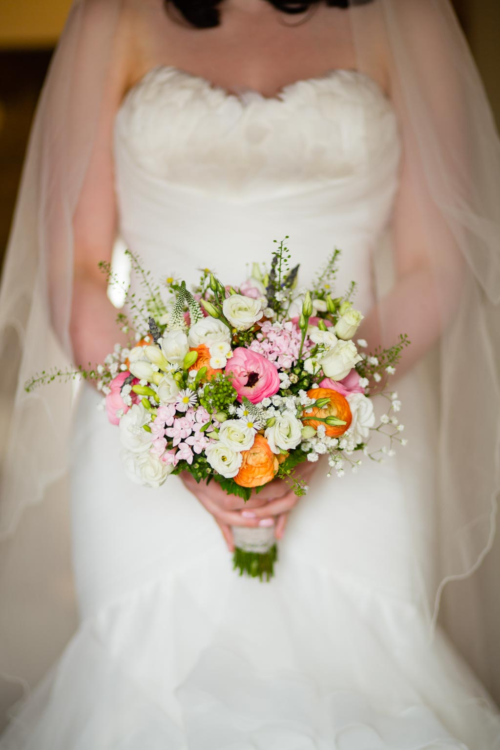 bride wedding bouquet orange ranunculus gypsophila roses lisianthus